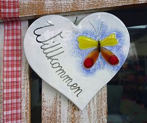 Glasschild Willkommen Herz mit Schmetterling