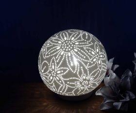 Wohnraumleuchte Flower Kugel aus Keramik