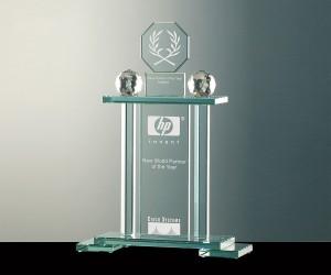 Flachglas Pokal mit zwei Kristallkugeln