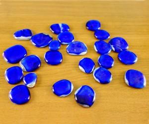 Blaue Glasplättchen