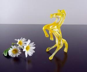 Gelbes Glaspferdchen