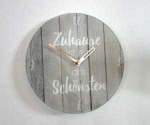 Wanduhr in Holzoptik
