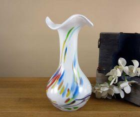 Weiße Vase mit Wellen rand