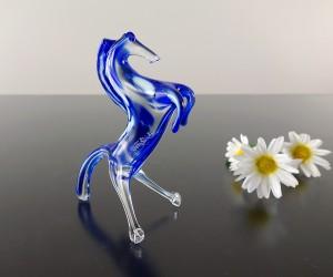Blaues Glaspferd