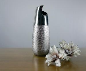 Silberne Vase aus Keramik
