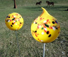 Gelbe Gartenkugel