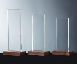 Flachglaspokale mit Holzsockel