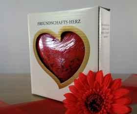 Großes Freundschaftsherz aus Glas im Geschenkkarton