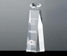Pokal mit Flächenschliff Diamant oben