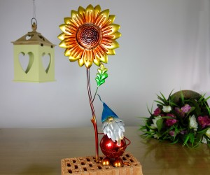 Zwerg mit Sonnenblume