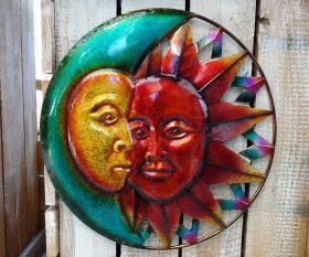 Sonne und Mond aus Metall