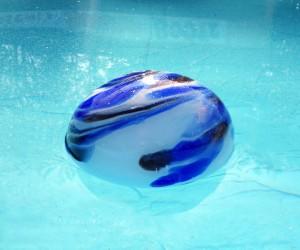 Blaue Schwimmlinse