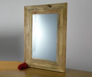 Spiegel mit massivem Holzrahmen