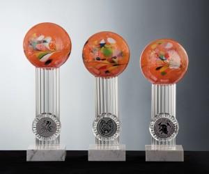 Kristallglas Pokal mit Farbkugel in orange