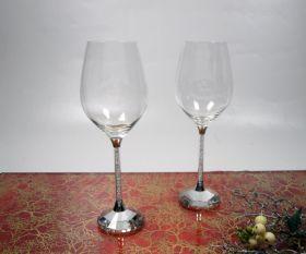 Weißwein mit Kristallsteinchen