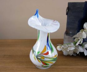 Weiße Vase mit Spitzrand