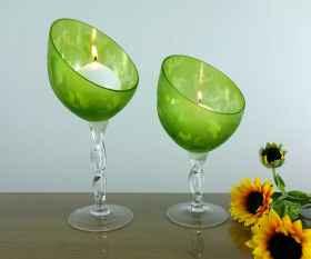 Schräger Leuchter grün satiniert