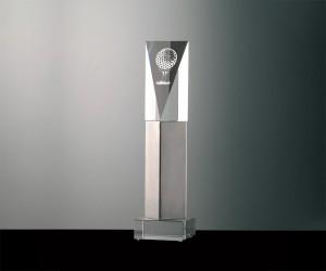 Pokal mit Metalloptik