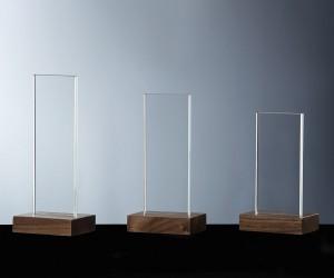 Pokale aus Glas und Holz