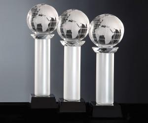 Exklusiver Pokal mit Weltkugel